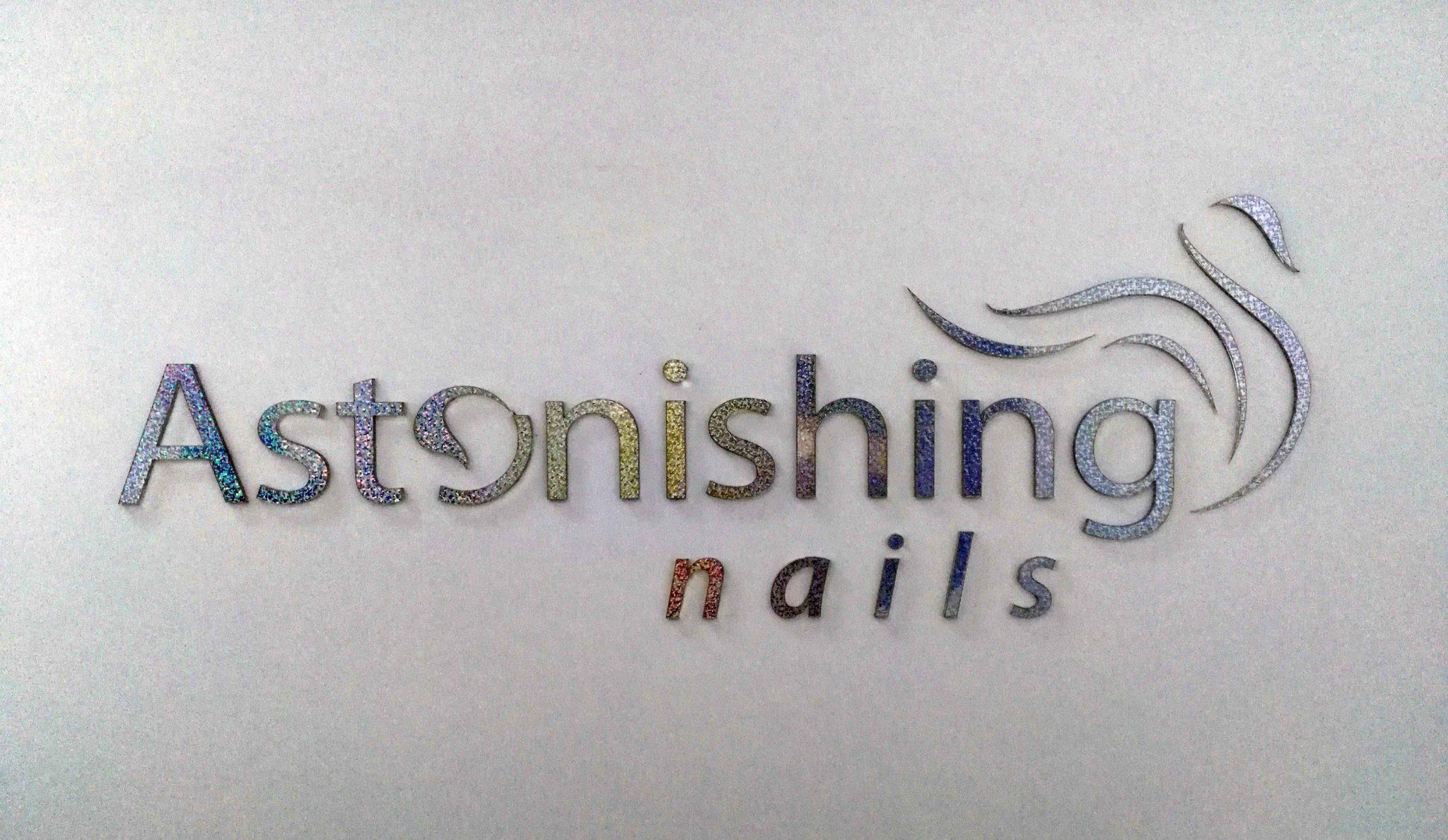 Litery przestrzenne brokateowe dla Astonishing Nails w Piszu