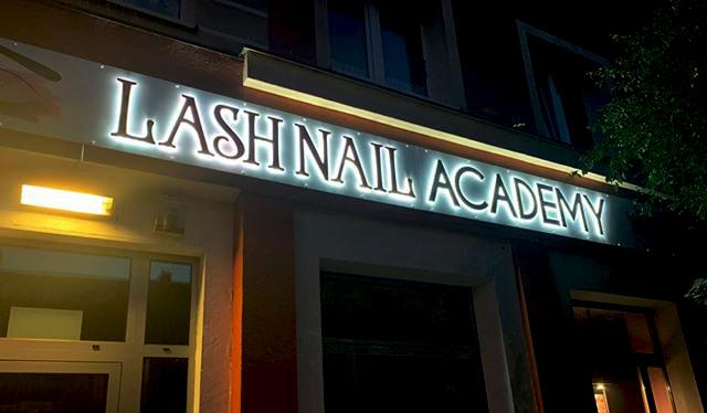 Lash Nail Academy szyld